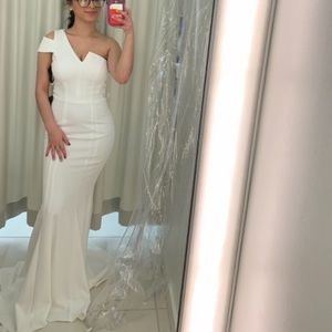 WHITE ELEGANT SIMPLE PROM DRESS